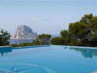 4 bedroom Villa in Cala D Hort, Ibiza, Ibiza : ref 2133404 - Cala Carbo vacation rentals