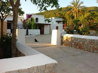 7 bedroom House with Private Outdoor Pool in San Lorenzo - San Lorenzo vacation rentals