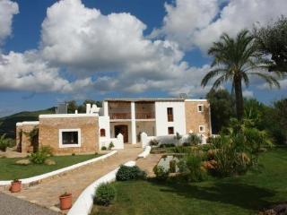 6 bedroom House with Private Outdoor Pool in San Lorenzo - San Lorenzo vacation rentals