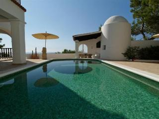 4 bedroom Villa in Cala Salada, Ibiza : ref 2133384 - Cala Gracio vacation rentals