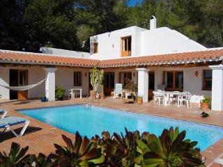 3 bedroom Villa in Cala Salada, Ibiza : ref 2133372 - Cala Gracio vacation rentals