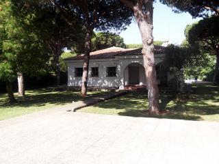Comfortable 5 bedroom House in Chiclana de la Frontera - Chiclana de la Frontera vacation rentals