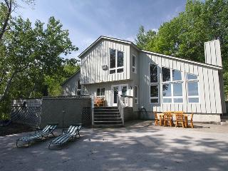 4 bedroom Cottage with A/C in Wiarton - Wiarton vacation rentals