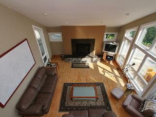 Bright 4 bedroom Cottage in Wiarton with Internet Access - Wiarton vacation rentals