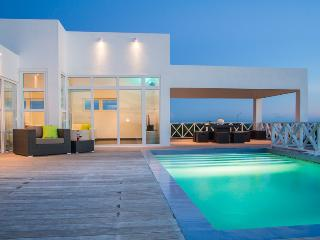 Villa Caribbean Breeze, a new, modern and spacious Villa with wonderful sea view - Curacao vacation rentals