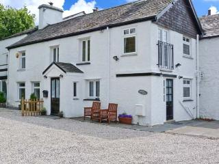 HIGH MOOR COTTAGE, cosy cottage close to Windermere, woodburner, Juliet balcony, Bowness Ref 19804 - Bowness-on-Windermere vacation rentals
