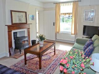GARDENER'S COTTAGE, pet-friendly cottage with woodburner, garden, in Hadleigh Ref 24518 - Hadleigh vacation rentals