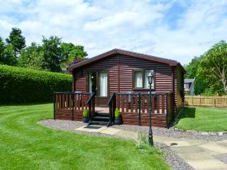 THE SPINNEY LODGE, pets welcome, romantic cottage, WiFi, large grounds, near Jedbugh, Ref. 26541 - Jedburgh vacation rentals