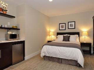 DuPont Circle-Adams Morgan Studio-Kitchenette, Parking, Metro 3 blks - Washington DC vacation rentals