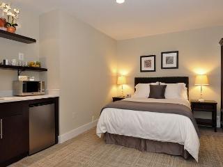 DuPont Circle-Adams Morgan Studio-Kitchenette, Parking, Metro 3 blks - Washington DC vacation rentals