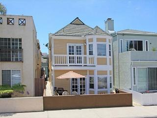 Two parking spots! Clean and in most desireable section of beach! (68328) - Newport Beach vacation rentals