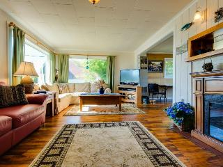 Cozy cottage with ocean views, walking distance from town! - Depoe Bay vacation rentals