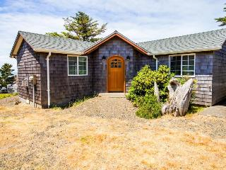 Oceanfront, modern cottage perfect for a family! - Depoe Bay vacation rentals