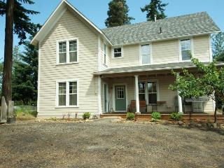 Pet-friendly, welcoming retreat for six! - Hood River vacation rentals