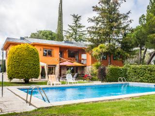 House with private pool and garden near Madrid! - Galapagar vacation rentals