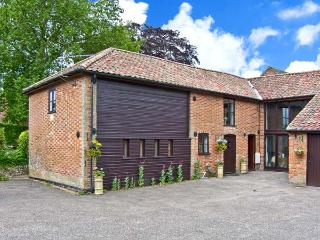 THE HAYLOFT pet-friendly, woodburner, hot tub in Saham Toney Ref 26163 - Fakenham vacation rentals