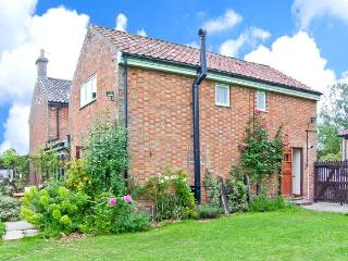 THE DAIRY pet-friendly, woodburner, hot tub in Saham Toney Ref 26592 - East Harling vacation rentals