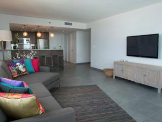 2BR Decoplage: Beach Access, Pool, Gym! Sleeps 6!! - Miami Beach vacation rentals