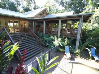 Cozy 3 bedroom Daintree House with Deck - Daintree vacation rentals