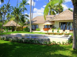 Ocean front villa with own private swimming pool - Kubu vacation rentals