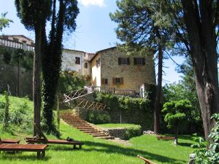 Cosy romantic house with garden and stunning views - Bucine vacation rentals