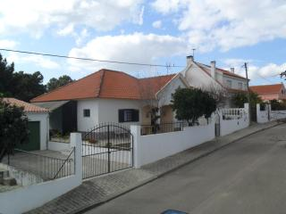 Villa near Lisbon and Caparica in a calm zone. - Almada vacation rentals