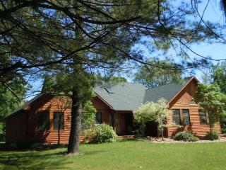 NORTHSIDE HIDEAWAY 1 block from Lake Michigan! - Southwest Michigan vacation rentals