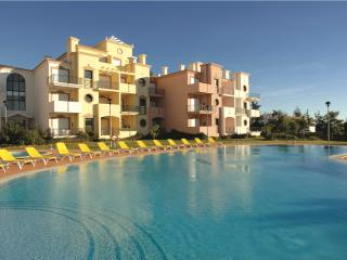 ONE BEDROOM APARTMENT IN VILAMOURA 3KM AWAY FROM GOLF COURSES AND FALESIA BEACH - REF.EDV110499 - Quarteira vacation rentals