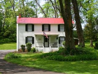 Civil War Union Officer Guesthouse -- Rosemont - Berryville vacation rentals