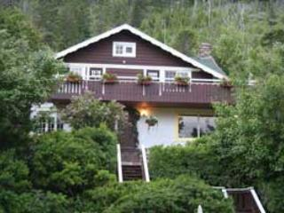 Front View Northland Lodge - Northland Lodge - Waterton Lakes National Park - rentals