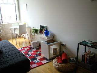 Bright Condo with Microwave and Cleaning Service in Porto - Porto vacation rentals