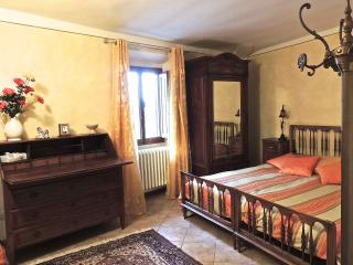 Cosy apartment in the center of Sancasciano in Val di Pesa, Chianti area of Tuscany. Tony&Francesca - San Casciano in Val di Pesa vacation rentals