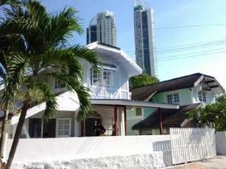 Vattui Beach Villa Jomtien, staying 8 persons, 3 bedrooms, 2 shower rooms - Chon Buri vacation rentals