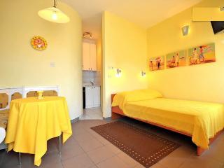 Beautiful 1 bedroom Apartment in Kastel Kambelovac - Kastel Kambelovac vacation rentals