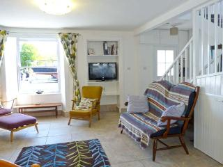 DUCKET COTTAGE, open fire, pets welcome, close to the coast, two en-suites, in Wigtown, Ref. 26248 - Wigtown vacation rentals