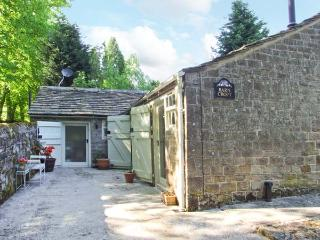 BARN CROFT, detached, single-storey stable conversion, woodburner, roll-top bath, near Baslow, Ref 26374 - Baslow vacation rentals