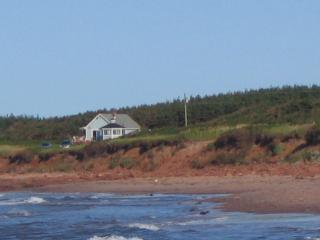 Bright 3 bedroom Elmira Cottage with Deck - Elmira vacation rentals