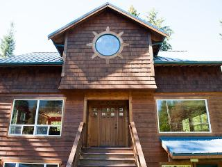 Mountain Escape Chalet, Wifi, Sleeps 12, Gated Community, Hot Tub, Two houses in One! - Glacier vacation rentals