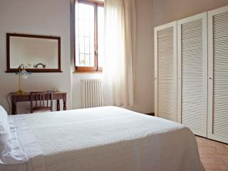 Nice apart close to the center - WIFI + 2 bikes - Rio Nell'Elba vacation rentals