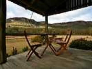 -Historic settlers cottage, tastefully renovated, situated at the foot of the magnificent  mountain escarpments - Killcare vacation rentals