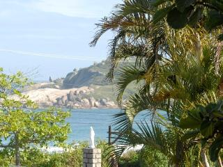A great 2 bed/2 bath Beach Townhome at Praia Mole! - Florianopolis vacation rentals