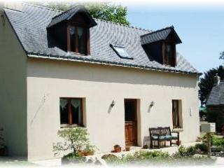 2 bedroom cottage with panaramic lake veiws of the adjoining fishing lake - Image 1 - Llangollen - rentals