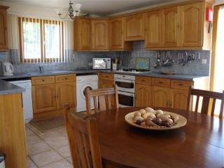 2 bedroom cottage with panaramic lake veiws of the adjoining fishing lake - Langoëlan vacation rentals