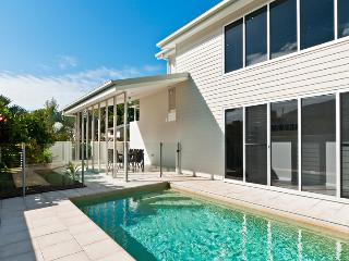 PETITE ON THE COVE - Palm Cove vacation rentals