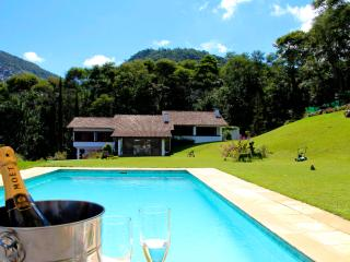 Gorgeous Villa with Hot Tub and Cleaning Service - Teresopolis vacation rentals