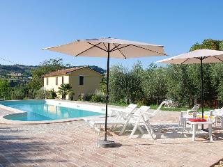 Bright Cottage in Maiolati Spontini with Satellite Or Cable TV, sleeps 12 - Maiolati Spontini vacation rentals