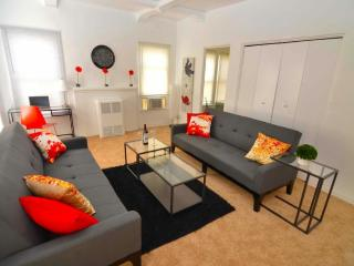 Beautiful 1 bed walk to Rodeo &  Bev Drive Sleeps4 - Miami Beach vacation rentals