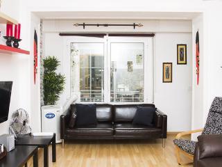 BCNinternet -3-bedroom apartment - Barcelona vacation rentals