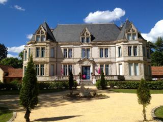 CHATEAU de LESTAUBIERE: PERIGORD DORDOGNE BERGERAC - Douville vacation rentals