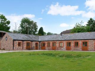 THE BULL BARN, single-storey luxury cottage with hot tub, woodburner, games barn, Alberbury Ref 15914 - Shropshire vacation rentals